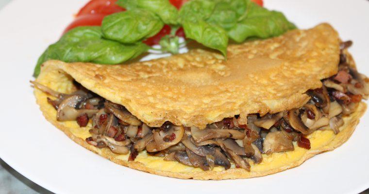 Omelett mit Champignon-Speck-Füllung