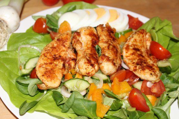 Bunter Hühnchensalat
